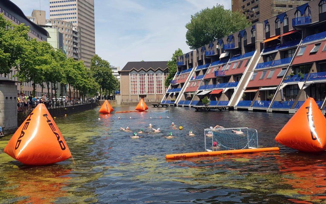 Waterpolo in hartje centrum Rotterdam
